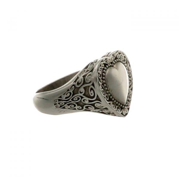 Anello lavorato in argento a forma di cuore Spadarella