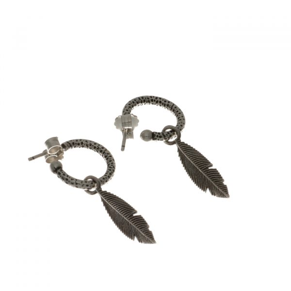 Orecchini ad anellina con ciondolo a piuma in argento Spadarella
