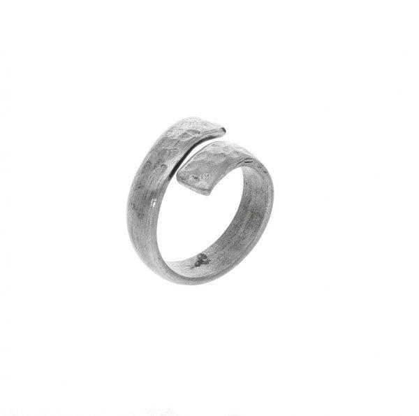 Anello in argento doppio giro effetto martellato