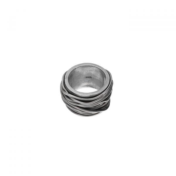 Anello a fascia alta con fili intrecciati in argento