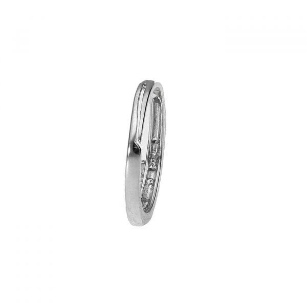 dettaglio regolazione misura anello in argento e zirconi